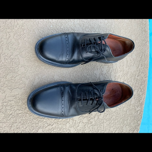 Johnston & Murphy black dress shoes size 8.5